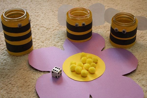 Bee Jar Game- cute fill the jars with pollen!