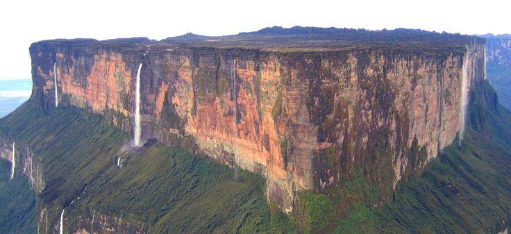 MONTE RORAIMA: GIGANTESCA FORMACIÓN GEOLÓGICA