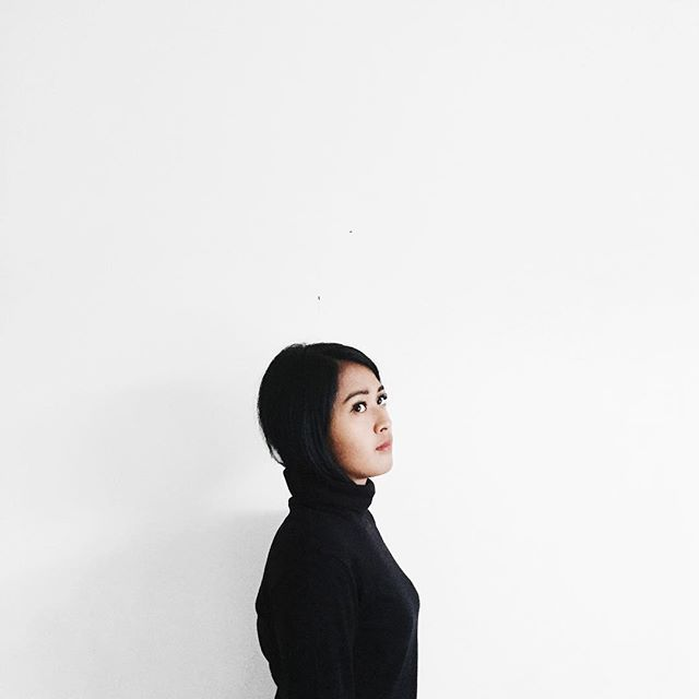 the girl with turtle-neck / side