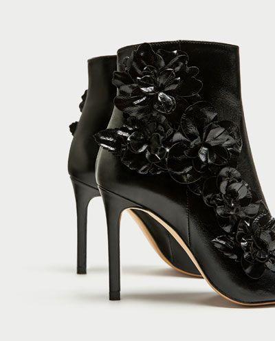 ABSATZSTIEFELETTE MIT BLUMEN-Stiefel und Stiefeletten-SCHUHE-DAMEN | ZARA Schweiz