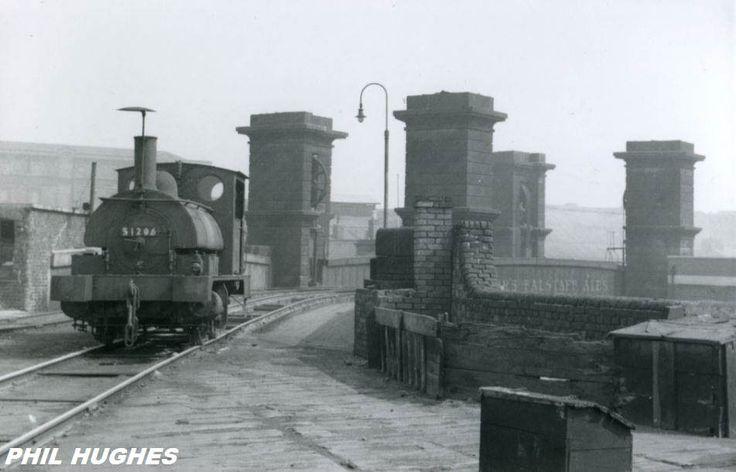 https://flic.kr/p/EwngPn | 0.4.0ST 51206 High Level Coal Railway, Liverpool Docks, May 1959