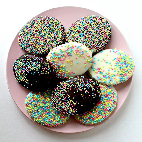 Chocolate Covered Graham Cracker Easter Eggs, can be created and packaged for gift giving, from start to finish, in just over one hour! Learn the simple trick for making delicious Chocolate Covered Grahams in holiday shapes!   themondaybox.com