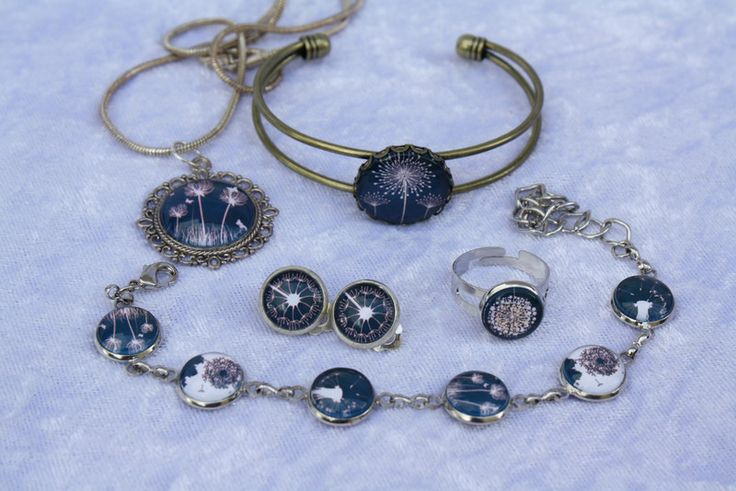 Armreife - Armband Kette Ring Ohrclipse Armreif blau weiß - ein Designerstück von trixies-zauberhafte-Welten bei DaWanda