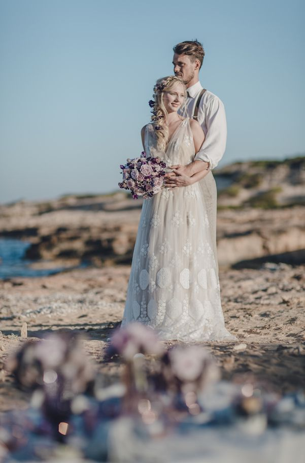 The most beautiful wedding dresses of 2016. More inspiration on our WonderWed.de/blog  Braut Brautkleid Blumenstrauß Brautpaar Bräutigam Romantisch Strand WonderWed