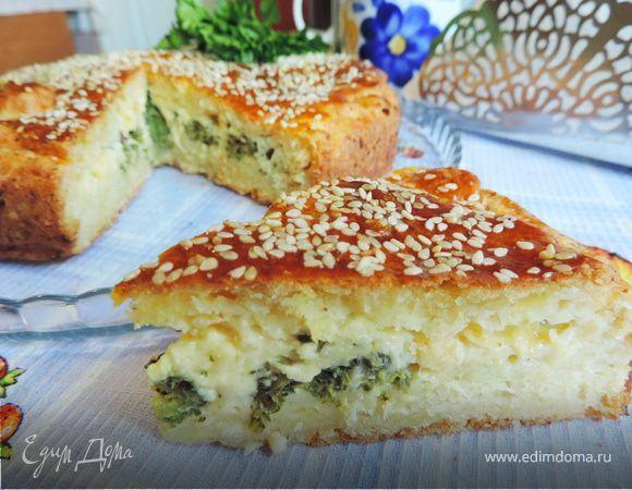 Творожный пирог с брокколи и сырной начинкой. Ингредиенты: яичные желтки, творог, брокколи свежая