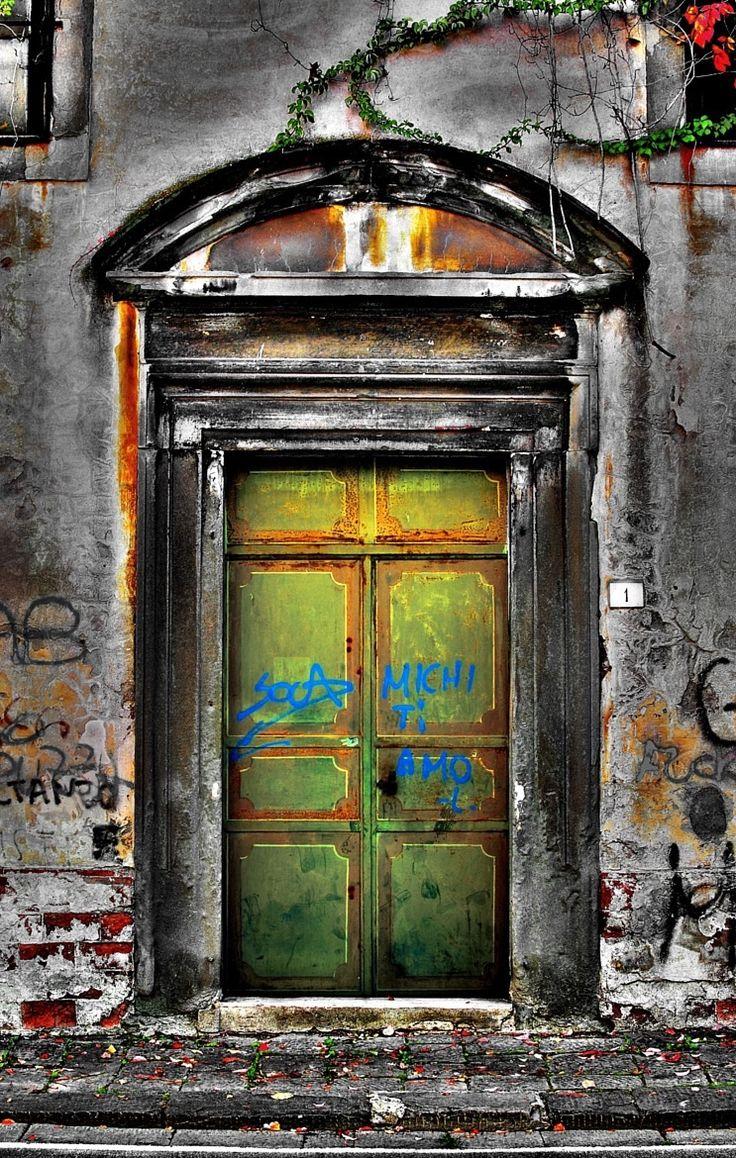 Pisa, Italy door