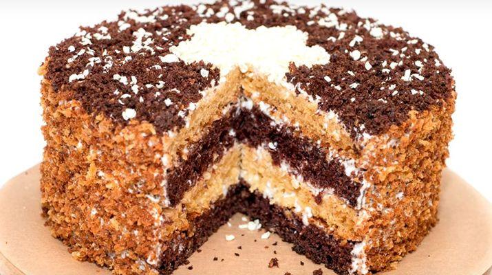 Домашний «Сметанник» — это очень вкусный, нежный торт, простой в приготовлении, из легкодоступных продуктов