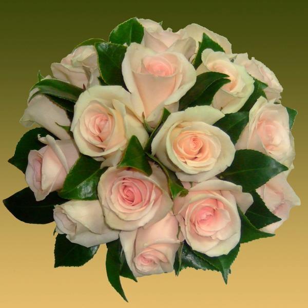 Bouquet de rosas. Propuestas de ramos de novia para 2013