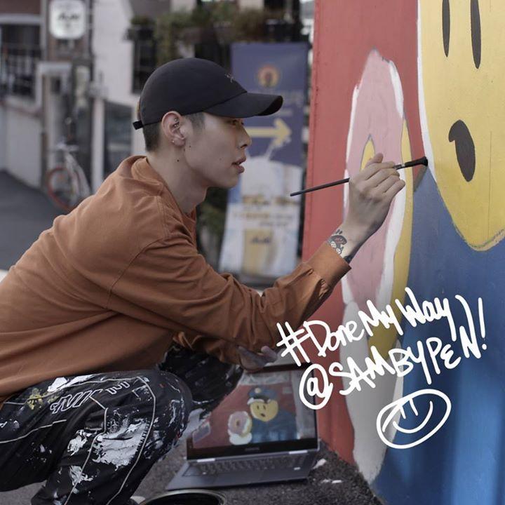 Sambypen calls his work #fakeart. Stay tuned to watch the creative process behind his art work with the #Notebook9Pro. #DoneMyWay  자신의 작업을 '페이크 아트 (Fake Art)'라 말하는 샘바이펜(Sambypen)이 #삼성노트북9Pen 으로 아주 재미있는 작업을 함께 했습니다. 곧 삼성노트북 채널에서 만나보세요.  #SamsungNotebook #SPen #SamsungLaptop  instagram.com/sambypen