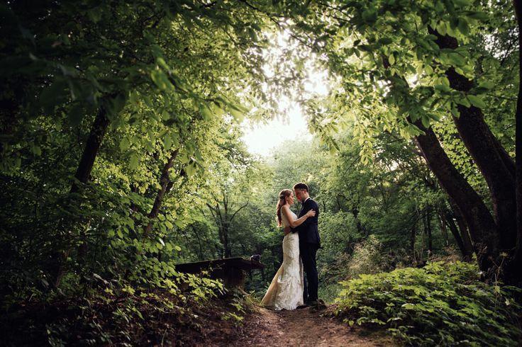 Enchanted forest bridal session from annarenarda.com