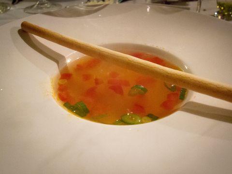 soep,  een heerlijke heldere tomatensoep zoals een tomatensoep moet smaken: puur! Marions Recepten, een en al recepten en gerechten!