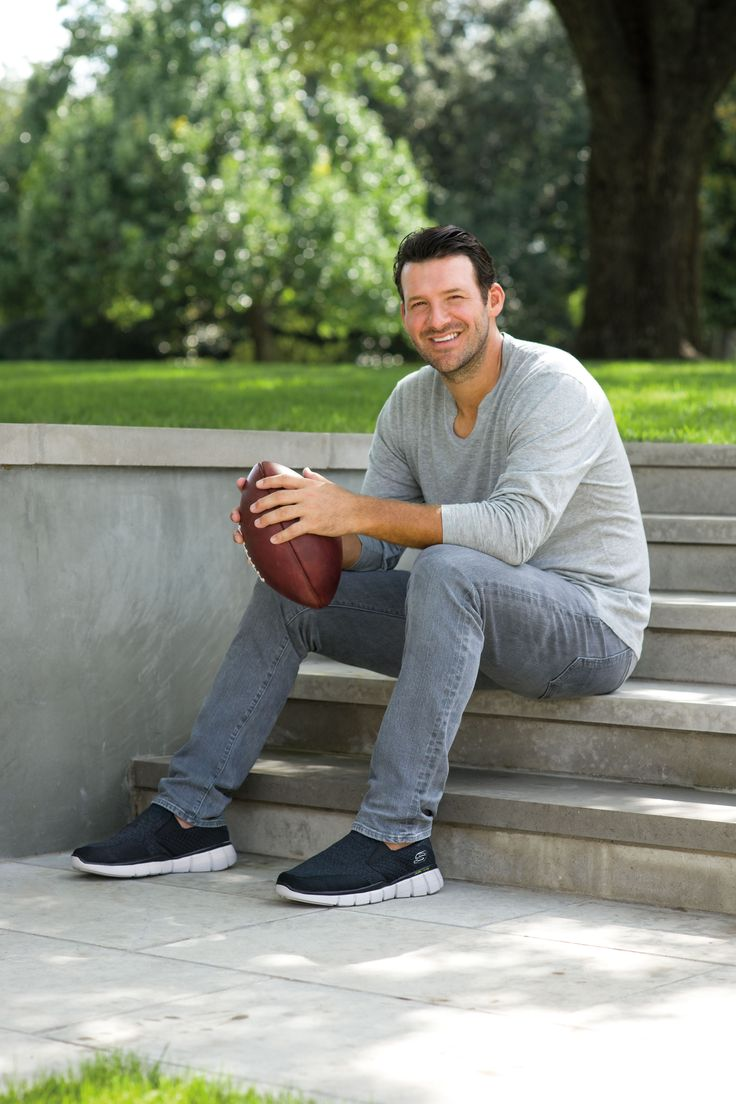 We'll be scoring lots of touchdowns now that former Dallas quarterback Rony Romo has joined #TeamSkechers!