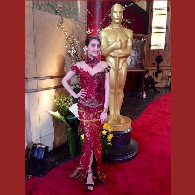 Photos-of-Cinta-Lauran-Waring-Indonesia-Traditional-Fashion-at-Oscar-1.jpg (630×630)