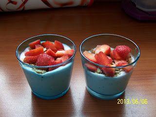 Joghurtos-epres-granolás pohárkrém