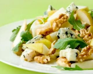 Salade de mâche aux poires, roquefort et noix