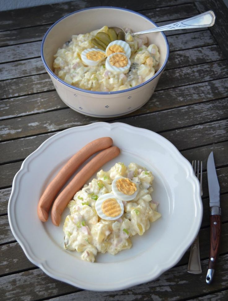 Omas westfälischer Kartoffelsalat unser Familienrezept. Klassisch mit Pellkartoffeln, Mayonnaise, Gewürzgurken , Gurkenwasser, Senf und hart gekochten Eiern
