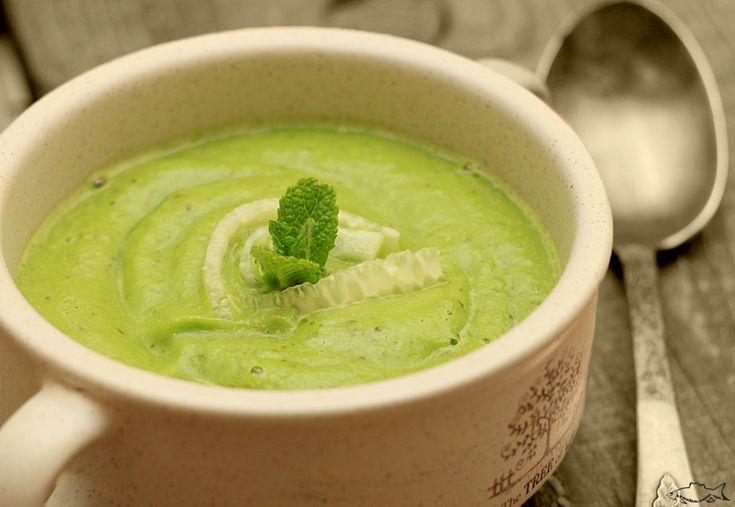 В жаркую погоду холодные супы — это спасение. Я публиковала весенний рецепт холодного супа с редисом и мой любимый суп гаспаччо. Оба эти супа я отношу к любимейшим, и вот теперь к ним добавил…