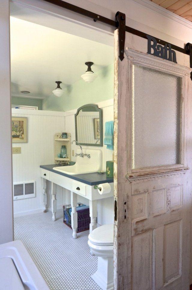 décoration salle de bains vintage et porte grange