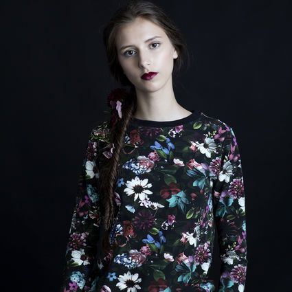 Secret Garden-college | Weecos    Secret Garden sweatshirt. Flower patterned, made in Portugal.
