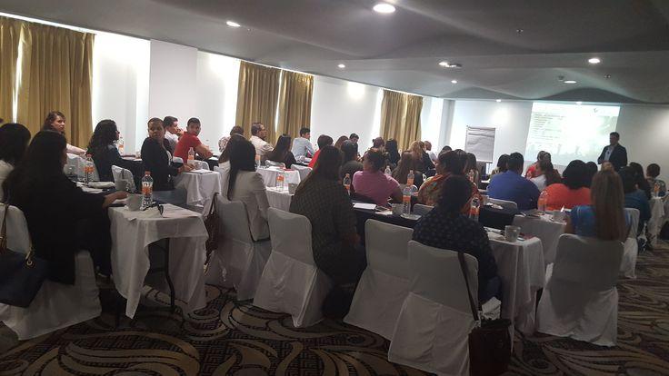 Sesionando Curso de Organización de Eventos Sociales en Querétaro