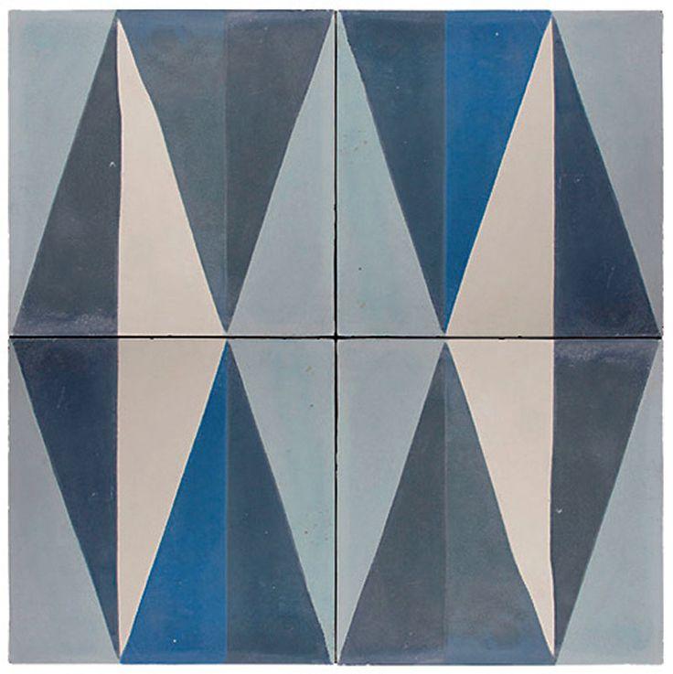 Com traços geométricos em branco, cinza e azul (claro e escuro), esta peça permite inúmeras combinações. Por 168 reais, o m², na Zaro Revestimentos.
