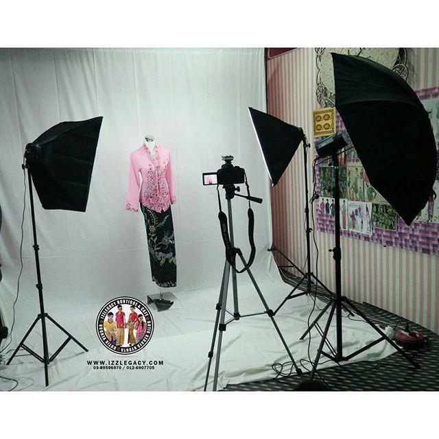 Izzlegacy in house photoshoot studio. Lps ni sape2 nak shoot produk boleh hubungi 0126907705 / 0389596970 ye. Harga murah2 je. Ada pakej make up & model jugak. #photoshootkebaya #studiophotography #studiophotoshoot #photoshootproduct #studiophoto #photoshootprodukonline