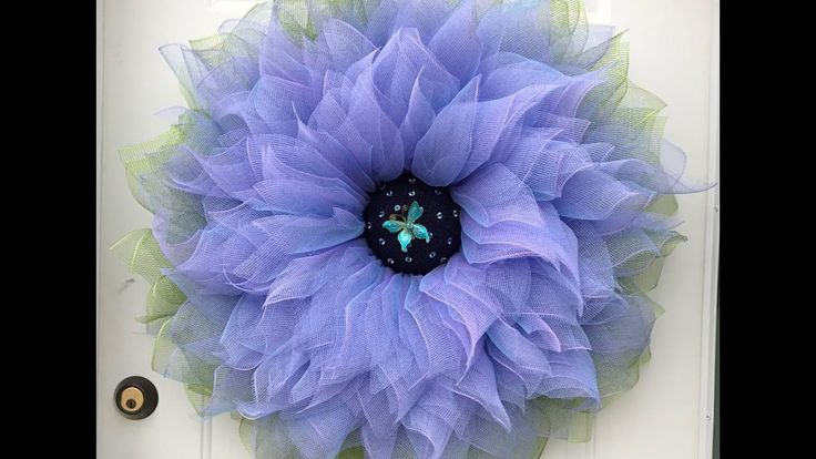 Large  Flower Tutorial by A Noble Touch. She uses a wood burning tool to cut the mesh = no fraying. Brilliant.
