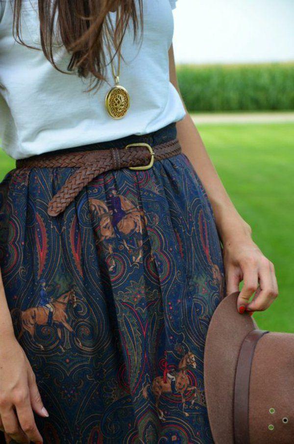 Dans l'article on va vous montrer comment porter une jupe longue.L'été dernier elle était partout.Elle est à la fois élégante et nous donne un look négligent