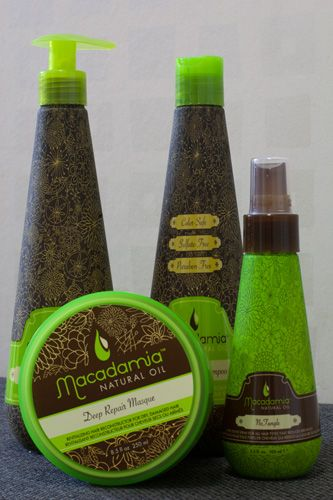 A favorite right now – nutritional boost for my hair from Macadamia natural oil. I ordered home some more products because the shampoo from my travel kit is nearly empty. Products for dry and damaged hair tend to be too oily for my hair and scalp. Macadamia, however, feels great on the scalp and my hair becomes soft and smooth. Do you have any favorite hair care products?