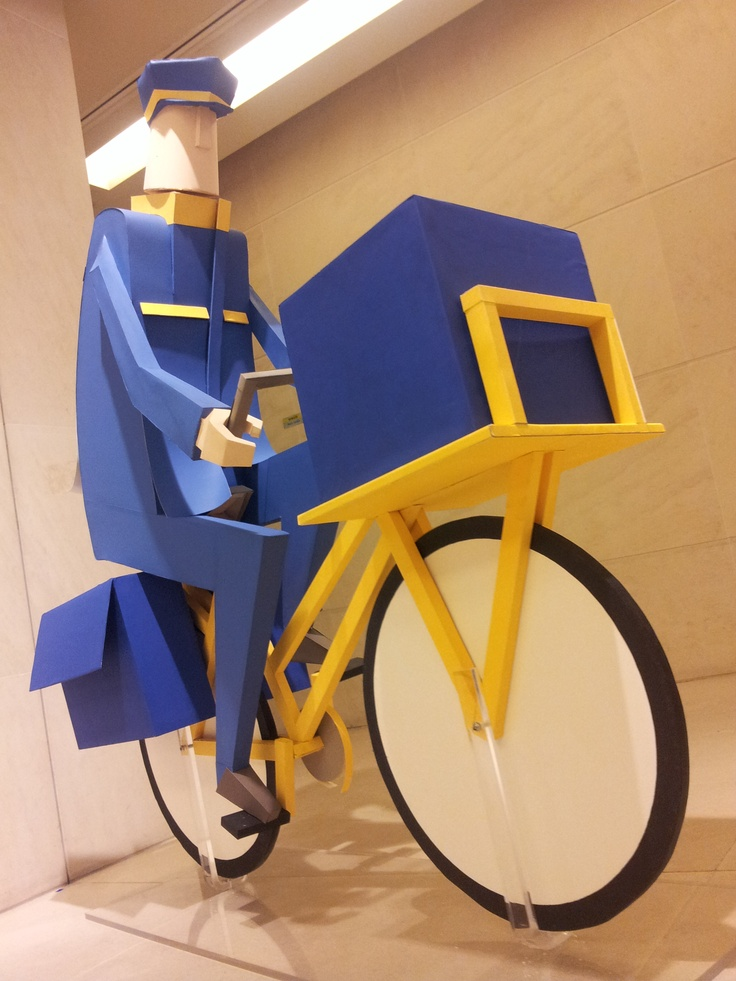 """Characters """"true size"""" of the last campaign by La Poste"""