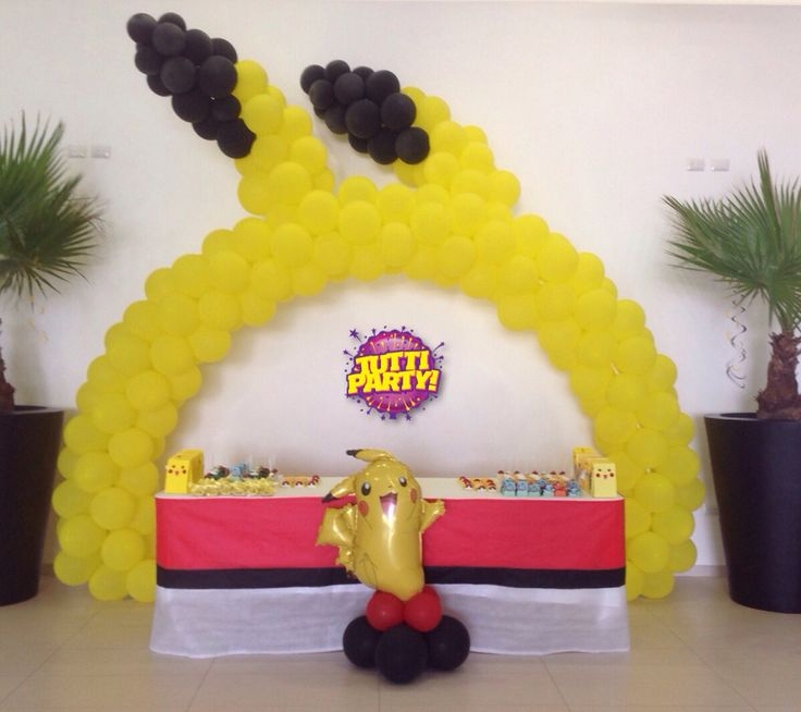 Pokemon party decorations pikachu arch balloons, pokeball cover table, fiesta de pokemon y pikachu decoración con globos arco de globos pokemon poquebolas tuttiparty.mx