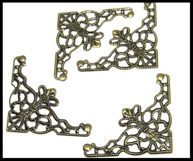 4 estampes triangles filigrane en métal bronze - 48 x 26 mm - E10