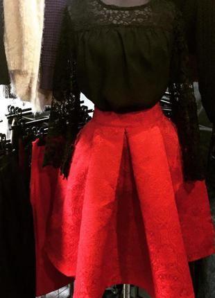 Шикарная нарядная пышная юбка миди в красном и черном цвете