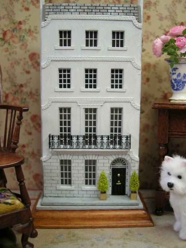 1/144 Scale Georgian Townhouse, Dollhouse For Your Dollhouse, Beautiful!