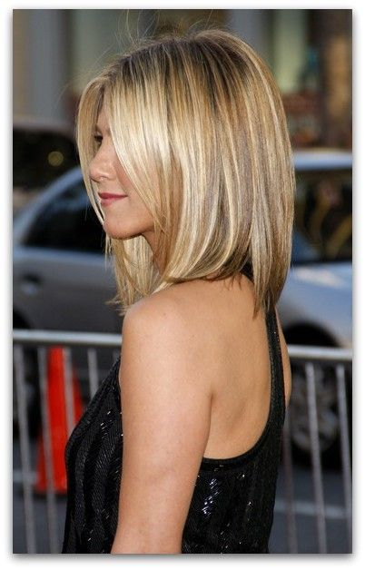 Jennifer Aniston's cut here is perfect because it looks great no matter how it's styled- sleek and straight, lots of volume, or messy waves! #shoulderlengthhair #mediumhair