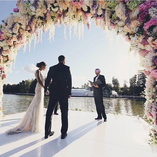 Когда цветочная арка становится произведением искусства! Флористы @florist_gump  создали невероятную красоту, и мы просто не можем не поделиться ей с нами!