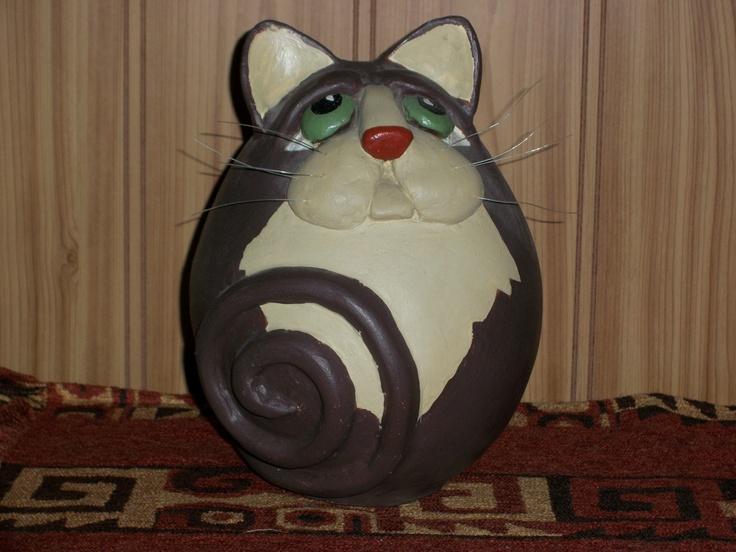 Gato realizado en papel maché
