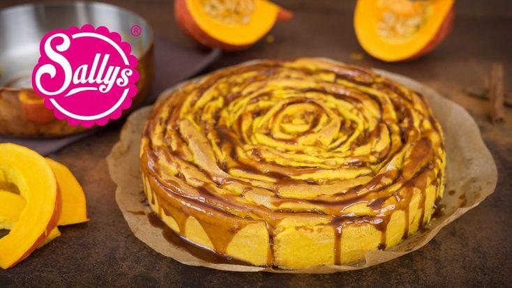 Kürbis Zimtschnecke mit Apfelfüllung und Karamellguss / Giant Cinnamon Roll