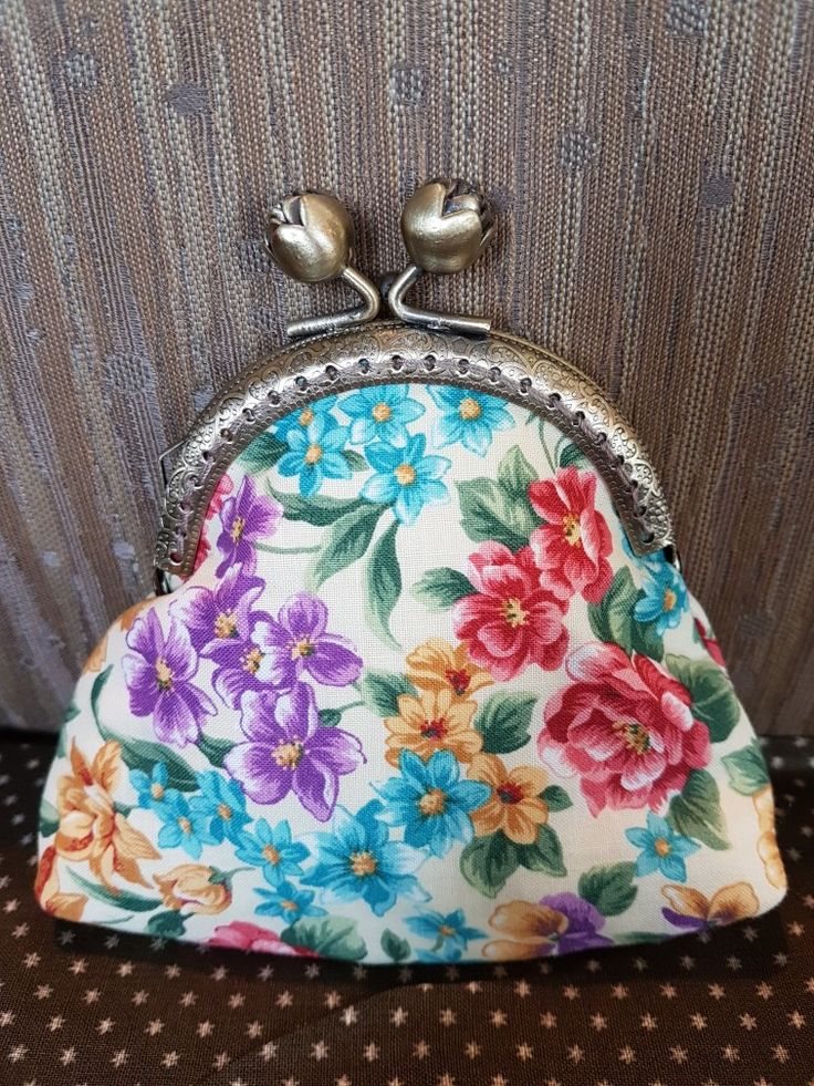 Another vintage-look-alike purse entirely 100% handsewn