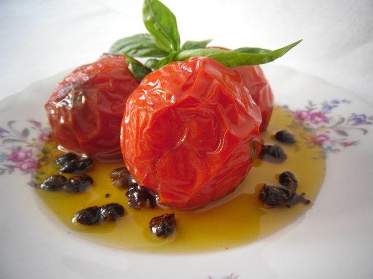 Pomodori scoppiati: un condimento strepitoso e particolare per la pasta