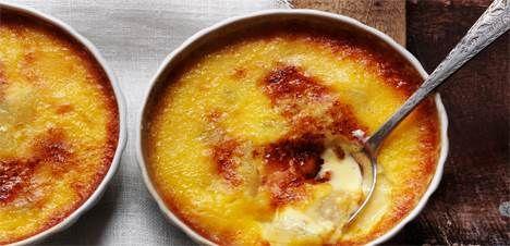 Vil du forkæle dig selv, dine kære eller dine gæster med verdens lækreste dessert, så kast dig over denne skønne vaniljecrème brûlée med pærer.