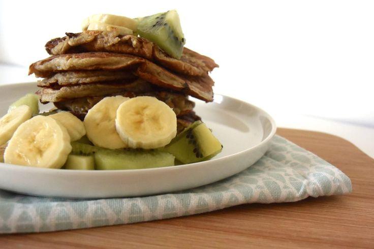 Deze heerlijke havermout pannenkoekjes zet je al in minder dan 10 minuten op tafel. Heerlijk met vers fruit of siroop. Eet smakelijk!