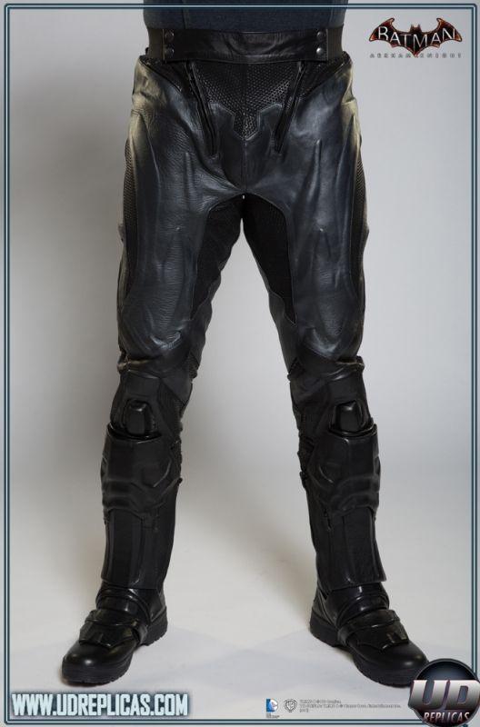 BATMAN™: Arkham Knight - Leather Motorcycle Suit  Image 9