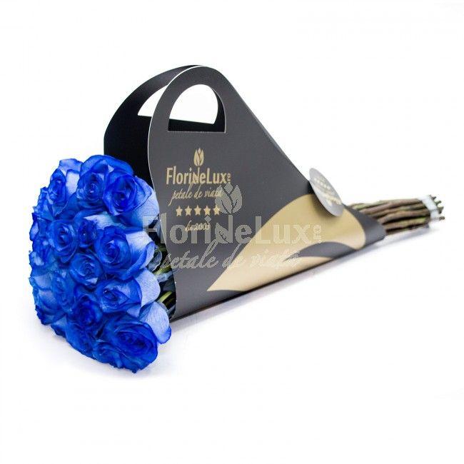Cer senin, intindere perfecta de valuri albastre, safire pretioase, ochi albastri tulburator de frumosi... Albastrul este o culoare absolut cuceritoare, care ramane in amintirea oricarei femei, mai ales cand aceasta se regaseste pe petale de trandafiri catifelate! Indrazneste aici 💙: https://www.floridelux.ro/trandafiri-albastri-buchet-de-lux.html