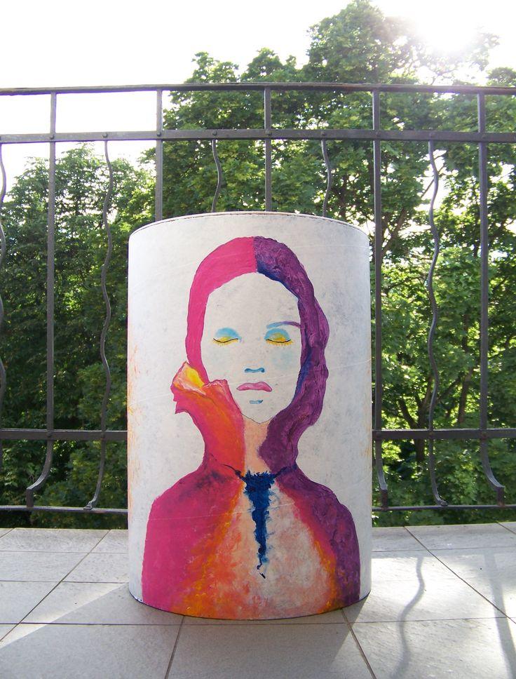 Proč jsem ho pomalovala, resp. proč hodlám pomalovat všechny tři? Protože mě oslovila velmi zajímavá persona a vyzvala mne ke spolupráci, která vyústí v hudební klip a tyto bubny po natáčení poputují dětem do nadace Slunce svítí všem. * #painting #drum #music #art #ladylu