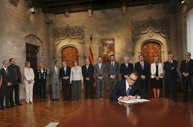 9-N: Artur Mas firma el decreto de convocatoria para la consulta soberanista - http://plazafinanciera.com/9-n-artur-mas-firma-el-decreto-de-convocatoria-para-la-consulta-soberanista/ | #9N, #ArturMas, #Cataluña, #ConsultaSoberanista, #GeneralitatDeCatalunya #Política