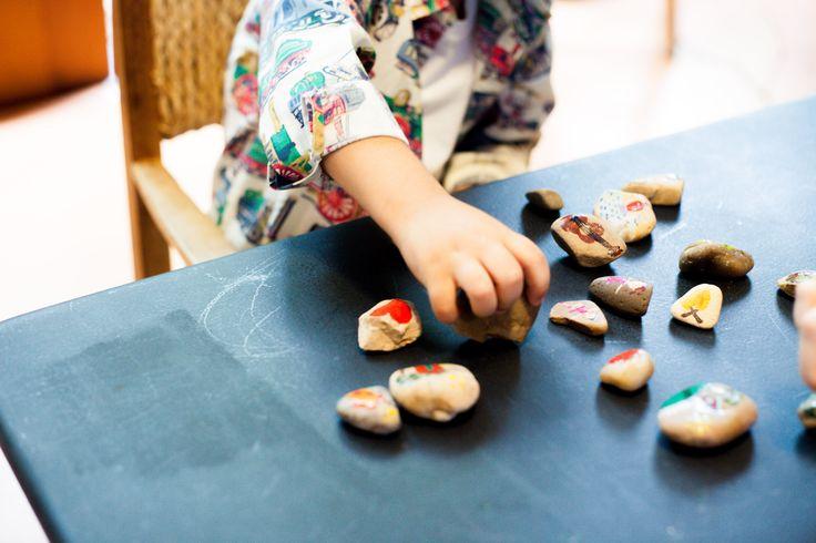 Pedrinhas pintadas à mão: conte sua história!