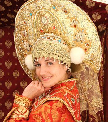 Traditional Russian costume. https://scontent-a-sea.xx.fbcdn.net/hphotos-ash3/s526x395/995205_543743862368252_1388578139_n.jpg