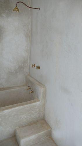 Moroccan tadelakte bath Treppenstufe zum leichteren einsteigen