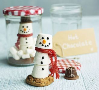 Snow globe hot chocolate Great idea for Christmas gifts for family and friends!